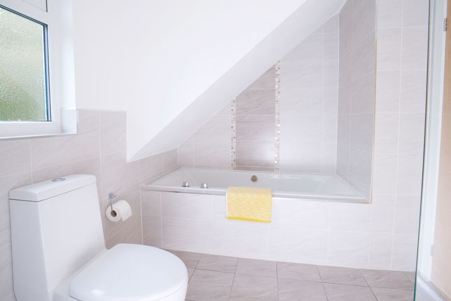 Family Bathroom of Cotton Close, Broadstone BH18