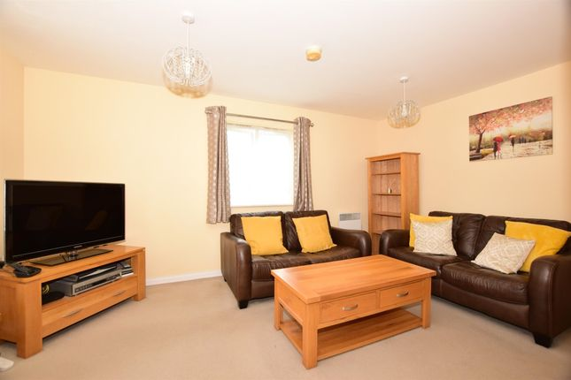 Lounge 2 of Glandford Way, Chadwell Heath, Romford RM6