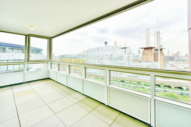 2 bed flat to rent in Cascade Court, Vista, Chelsea Bridge