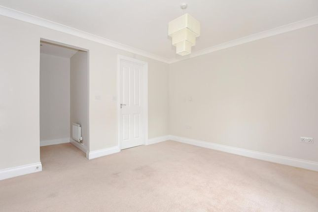 Picture 11 of Finchampstead, Wokingham RG40