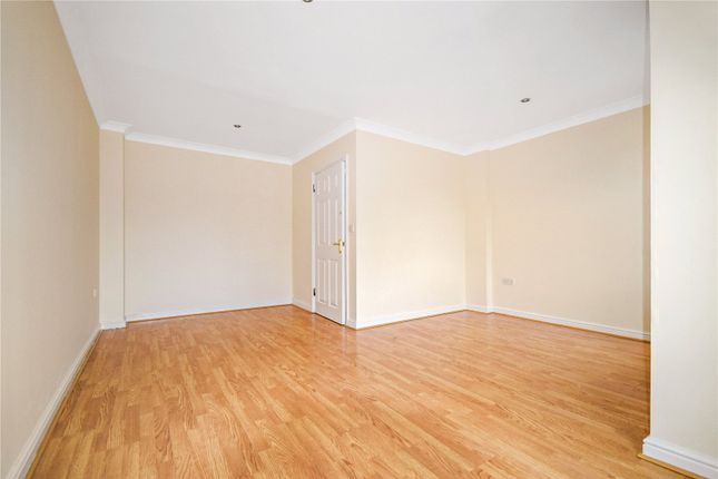 Thumbnail Town house to rent in Dickens Close, Erith, Kent