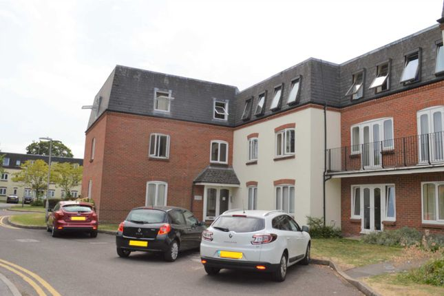 Thumbnail Flat to rent in Victoria Gardens, Newbury