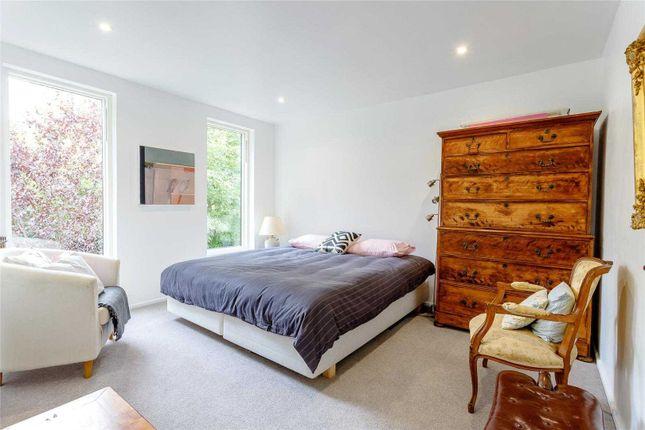 Thumbnail Maisonette to rent in Pembroke Road, London