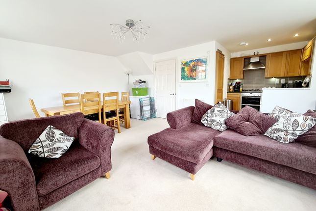 2 bed flat to rent in Kingsley Avenue, Fairfield SG5