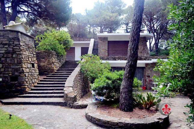 Thumbnail Villa for sale in Roccamare, Castiglione Della Pescaia, Grosseto, Tuscany, Italy