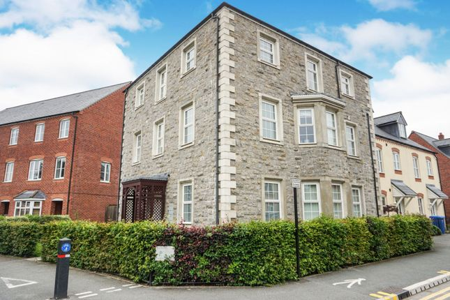 Thumbnail Flat for sale in 15 Stryd Y Wennol, Ruthin