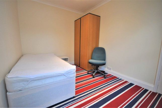 Thumbnail Room to rent in Leavesden Road, Watford