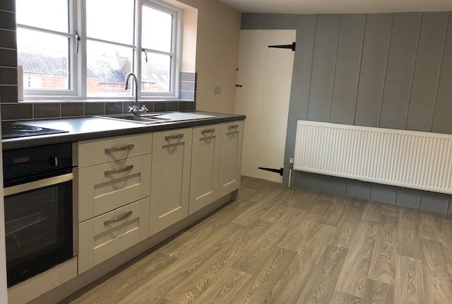 2 bed flat to rent in Mercer Row, Louth LN11