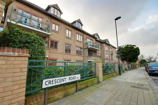 Thumbnail Flat for sale in Crescent Road, Enfield
