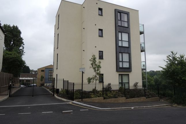 Thumbnail Flat to rent in Snowberry Close, High Barnet
