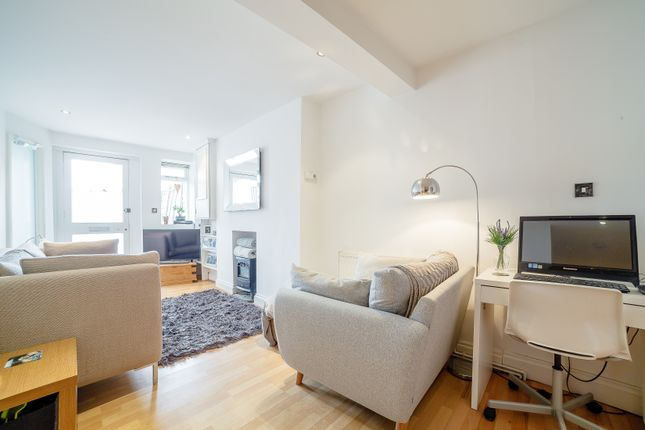 Thumbnail Flat for sale in Pascal Mews, London