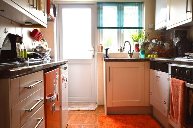Room to rent in Blacklands Road, London