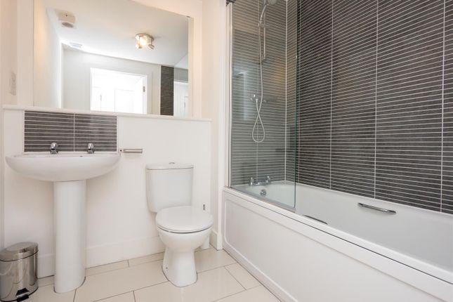 Bathroom of Pinkhill Park, Edinburgh EH12