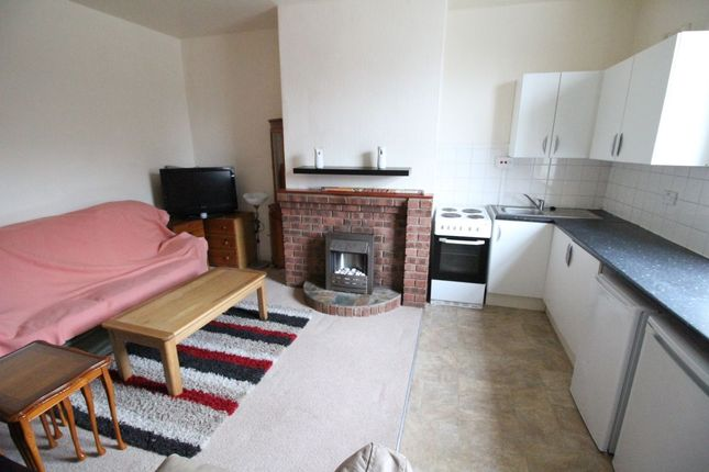 Thumbnail Terraced house to rent in Leeds Road, Dewsbury