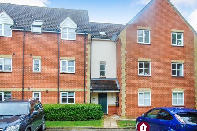 Thumbnail Flat for sale in Carte Place, Basildon, Essex