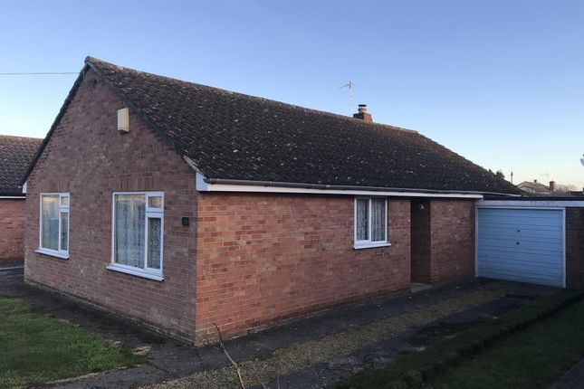 Thumbnail Detached bungalow to rent in Butlers Drive, Carterton