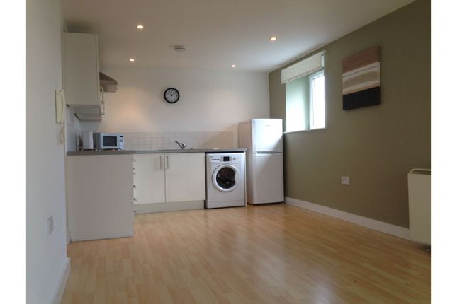 Thumbnail Flat to rent in 31 Lakeside Rise, Manchester