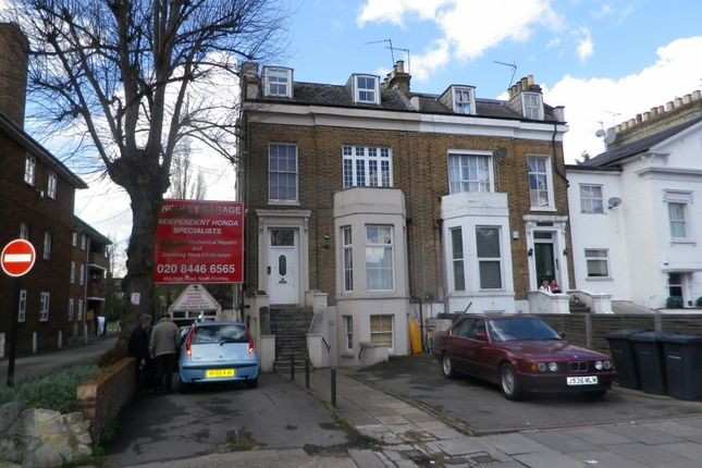 2 bed flat to rent in High Road, North Finchley