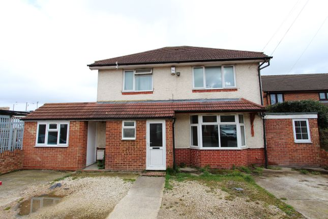 Thumbnail Detached house for sale in Broad Oak, Slough