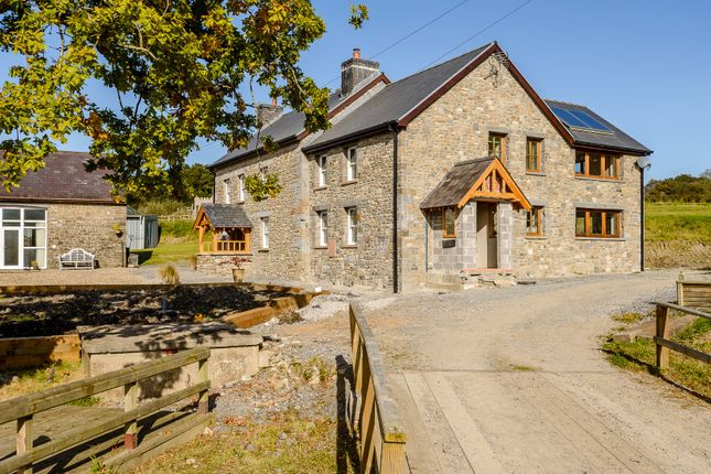 Thumbnail Farmhouse for sale in Broad Oak, Carmarthen