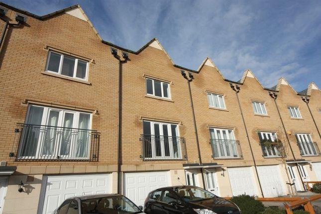 Thumbnail Terraced house to rent in Divine Way, Hayes