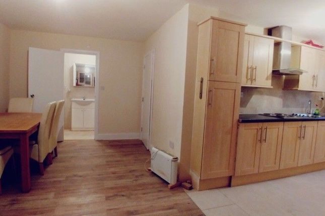 Thumbnail Semi-detached house to rent in Maple Place, West Drayton