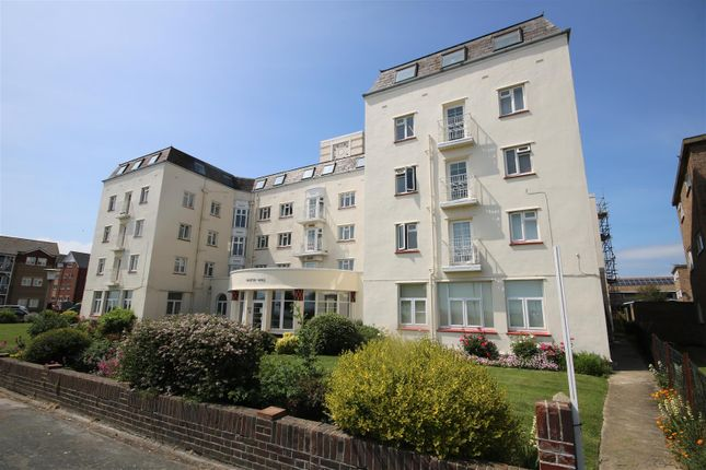 Thumbnail Flat to rent in Marine Parade East, Clacton-On-Sea