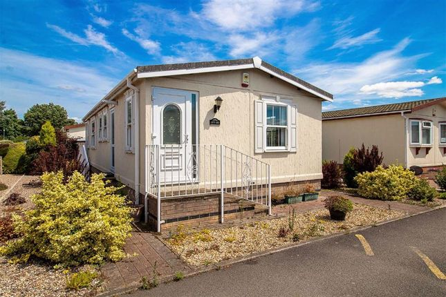 Mobile/park home for sale in Greenacres Park, Holme Pierrepont, Nottingham