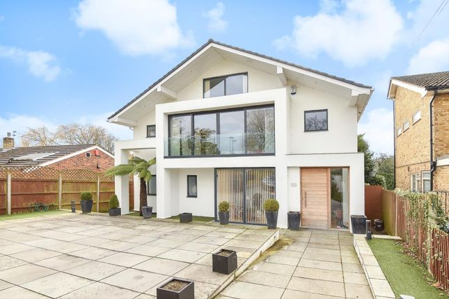 Thumbnail Detached house to rent in Barnet Gate Lane, Barnet