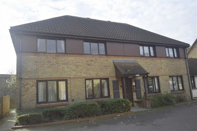 Thumbnail Flat for sale in Oakwood Grove, Basildon, Essex