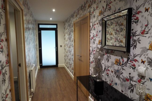 2 bed flat to rent in Fox Street, Leicester