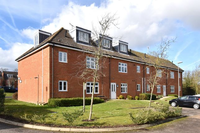Thumbnail Flat for sale in Turner Avenue, Biggin Hill, Westerham