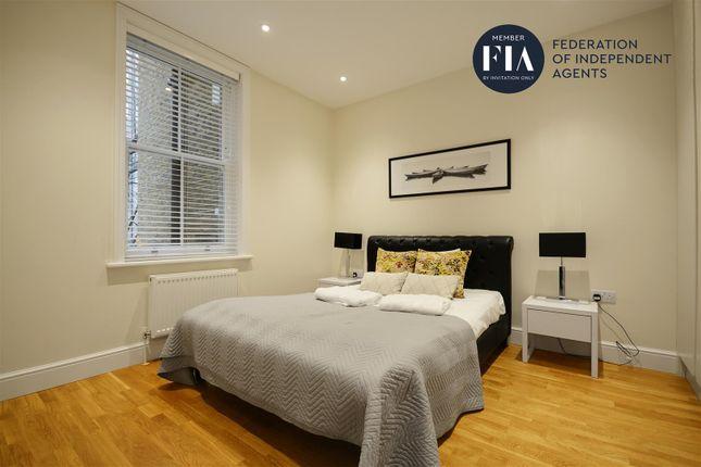 Bedroom of Hamlet Gardens, London W6