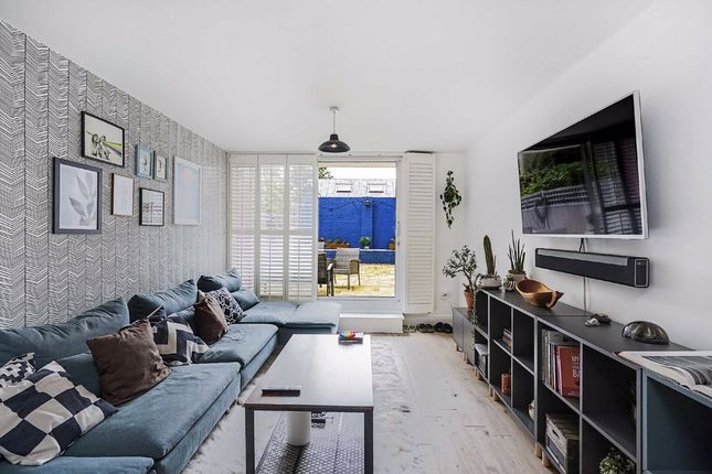 3 bed flat for sale in Old Ford Road, London E3