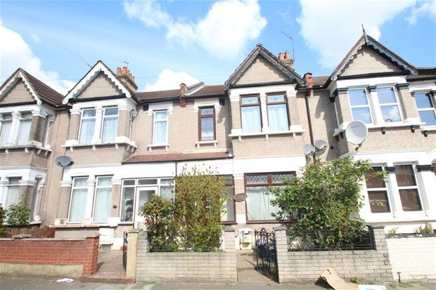 Thumbnail Property to rent in Mortlake Road, Ilford