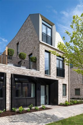 Thumbnail Property for sale in Eddington Avenue, Cambridge, Cambridgeshire