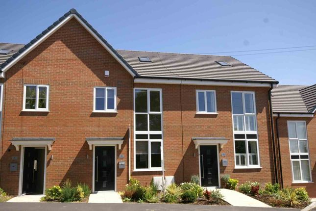 Thumbnail Town house to rent in Manchester Road, Blackrod, Bolton