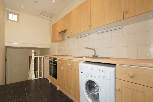 2 bed flat to rent in Upper Tooting Road, Tooting Bec