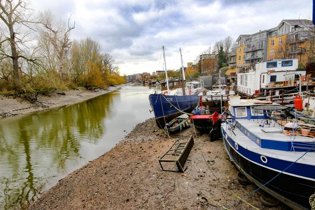 Thumbnail Land for sale in Kew Bridge Road, Brentford