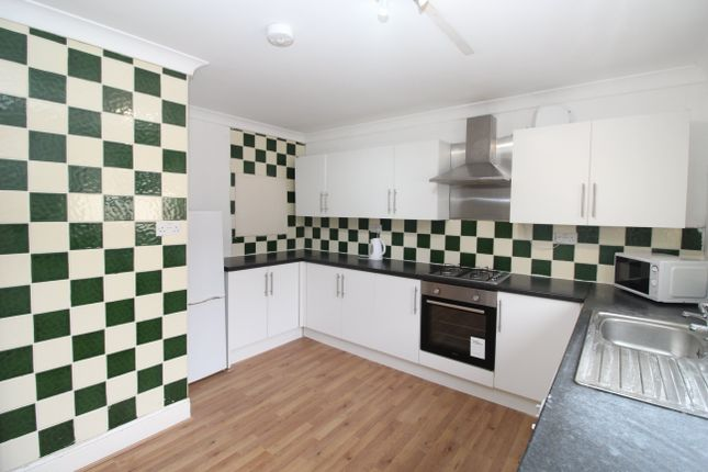 3 bed flat to rent in Coburn Street, Cathays, Cardiff CF24
