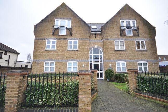 2 bed flat to rent in Meadow Road, Hadleigh, Benfleet SS7