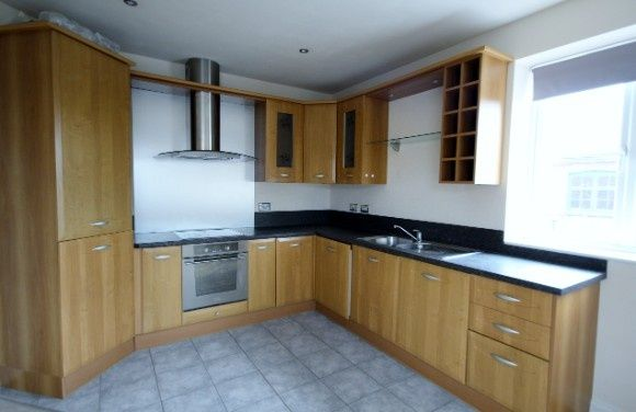 2 bed flat to rent in Dryland Street, Kettering