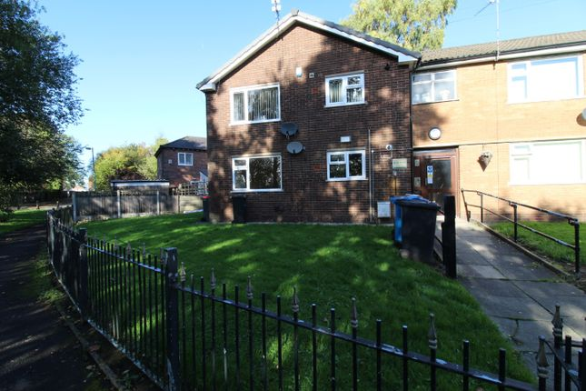 2 bed flat to rent in Shelley Road, Swinton M27
