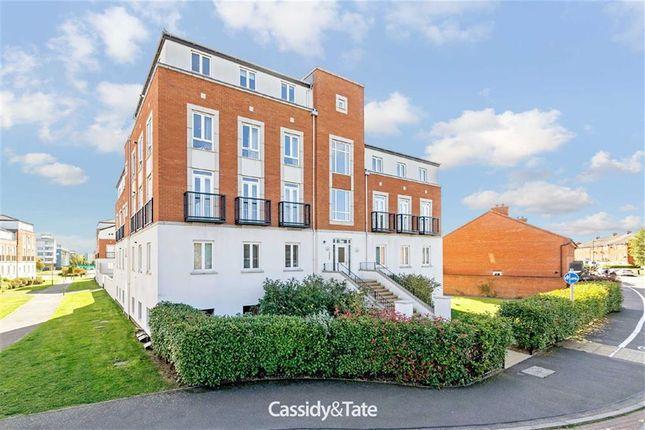 Thumbnail Flat to rent in Dragon Road, Hatfield, Hertfordshire