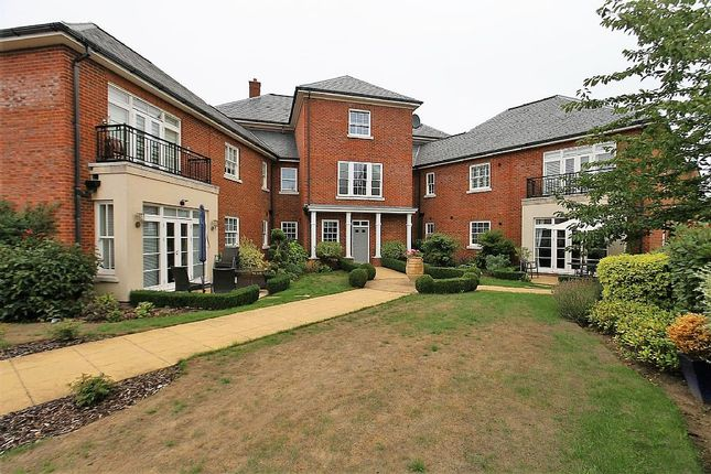Thumbnail Flat for sale in 124, Beacon Avenue, Kings Hill, West Malling, Kent