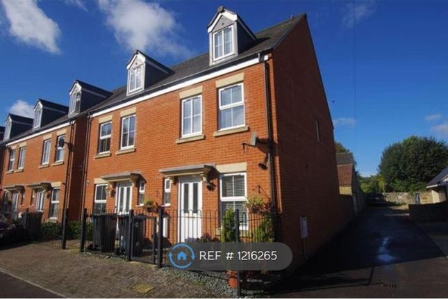 3 bed semi-detached house to rent in The Shearings, Swindon SN1