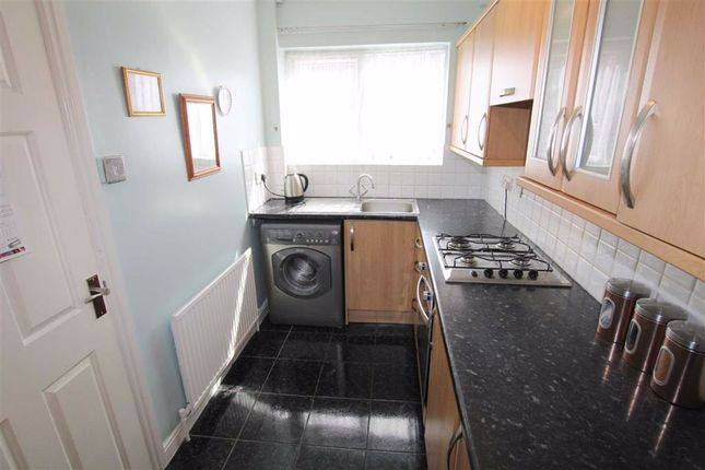 Fitted Kitchen: of Roseneath Terrace, Wortley, Leeds, West Yorkshire LS12