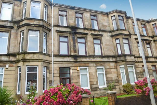 Thumbnail Flat for sale in Greenock Road, Paisley