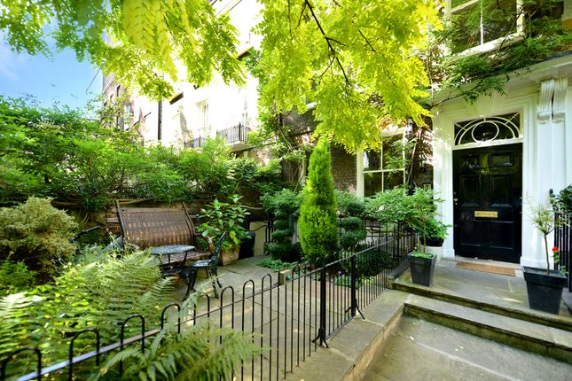 Thumbnail Town house for sale in Kensington Square, London
