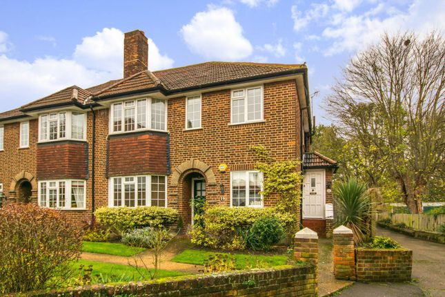Thumbnail Maisonette for sale in Ditton Lawn, Thames Ditton